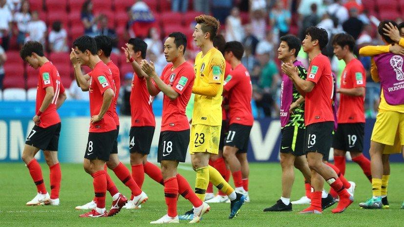 Футболистов Южной Кореи, которые вернулись домой после ЧМ-2018, забросали яйцами